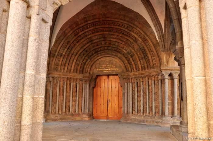 dvere-baziliky.jpg